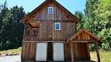 Nuotrauka: New and Stylish Hidden Country Home on 5 Acres Open Fields Redwoods and Sauna by RedAwning, Beisaidas