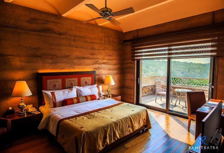 The Lalit Mangar, Faridabad, Garden View Suite, Guest Room
