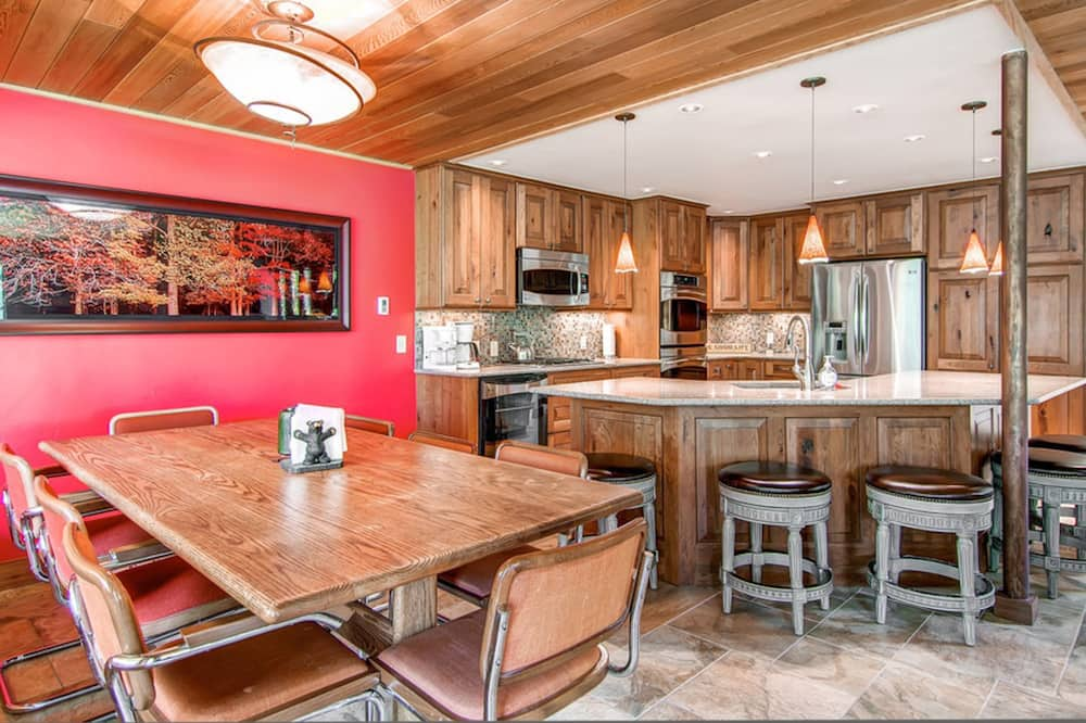Townhome, 4 Bedrooms, Balcony (Four O'Clock Slopeside Retreat) - In-Room Dining