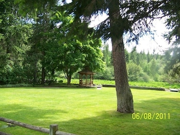 Foto van Riverfront Secluded Harbor Island Getaway by RedAwning in Coeur d'Alene