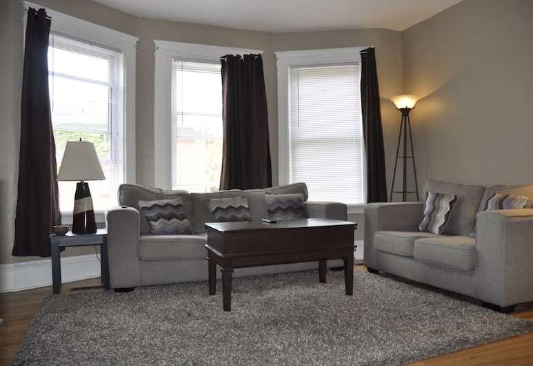 Moncton Suites - 79 Maple Street, Moncton