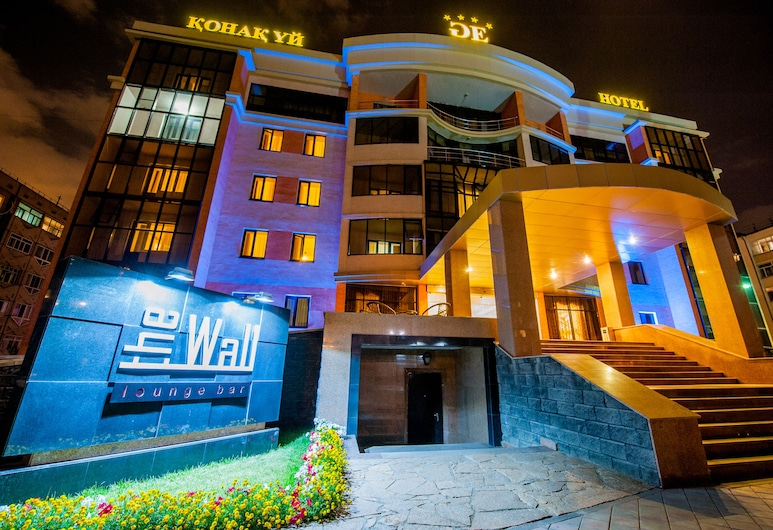 Goldman Empire, Nur-Sultan, Voorkant hotel - avond/nacht