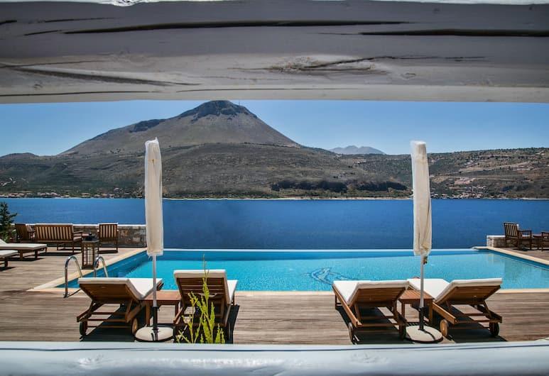 En Plo Luxury Suites, East Mani, Välibassein