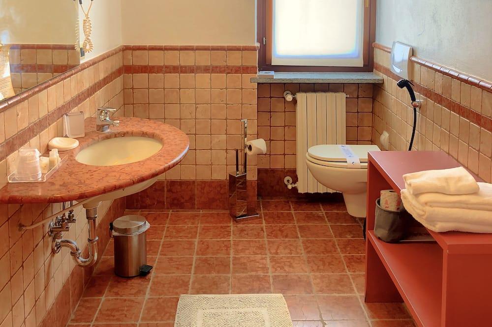 Standard-Zweibettzimmer, Gartenblick - Badezimmer