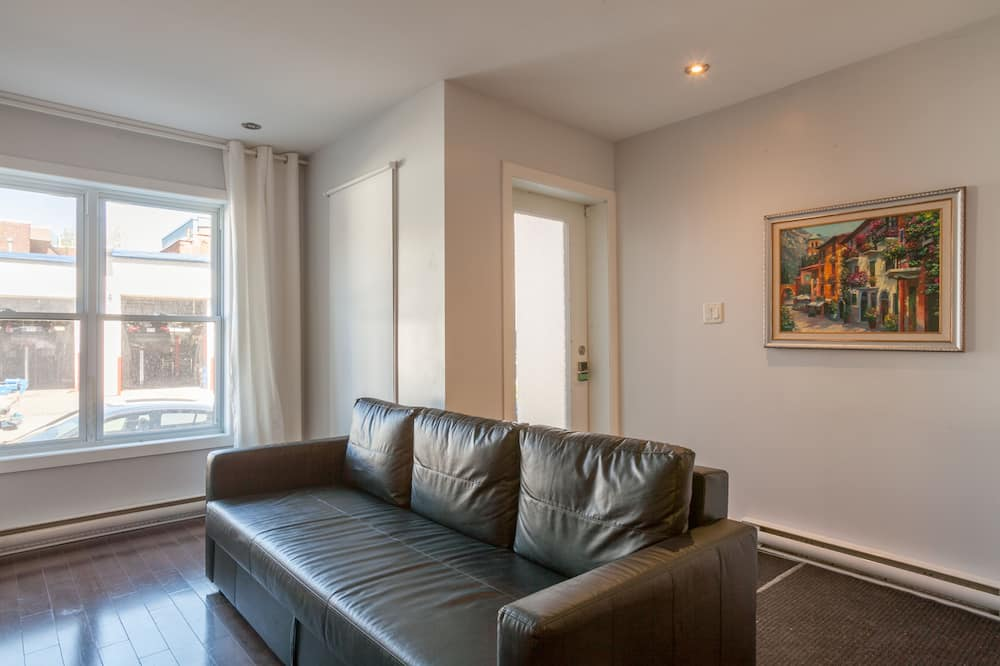 Family Apartment, 3 Bedrooms, 2 Bathrooms, Ground Floor - Living Room