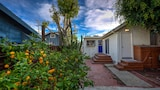 Foto do Beach Bungalow 3 Blocks to the Ocean by RedAwning em Hermosa Beach