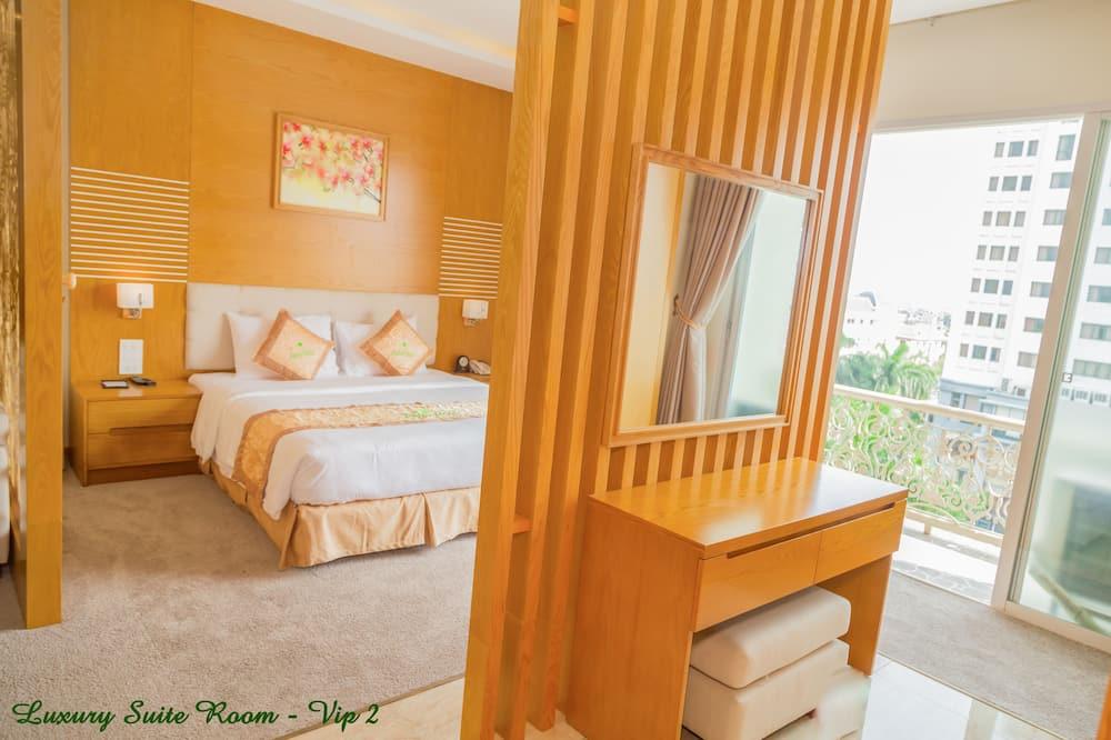 奢華套房, 1 張加大雙人床, 熱水浴缸, 城市景觀 - 客廳