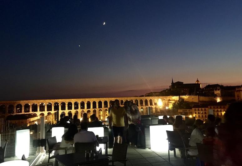 Hotel ELE Acueducto, Segovia, Restaurante al aire libre