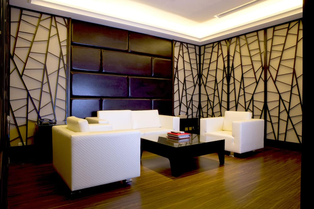 Suite Royal (Check in time starts from 6pm) - Sala de estar