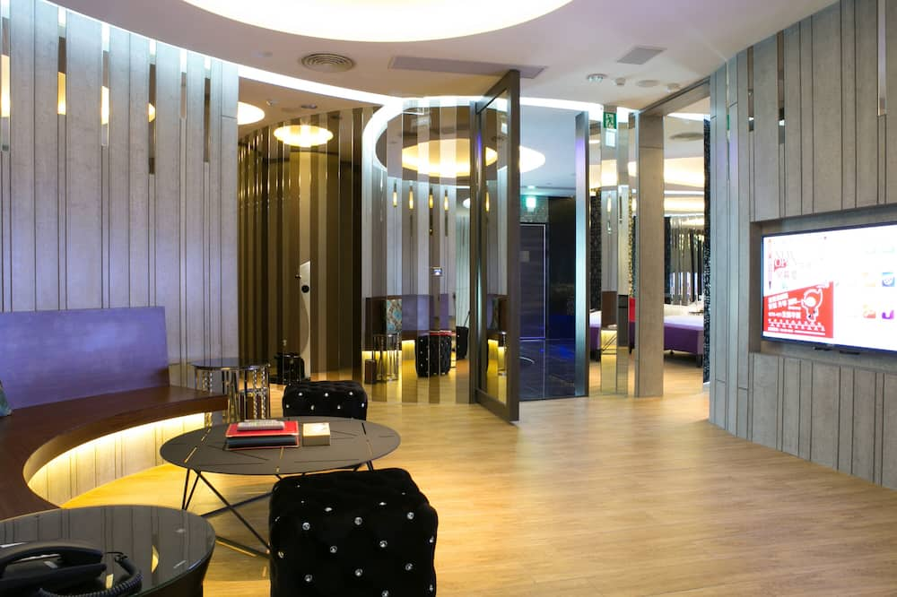 Suite presidencial (Check in time starts from 6pm) - Sala de estar