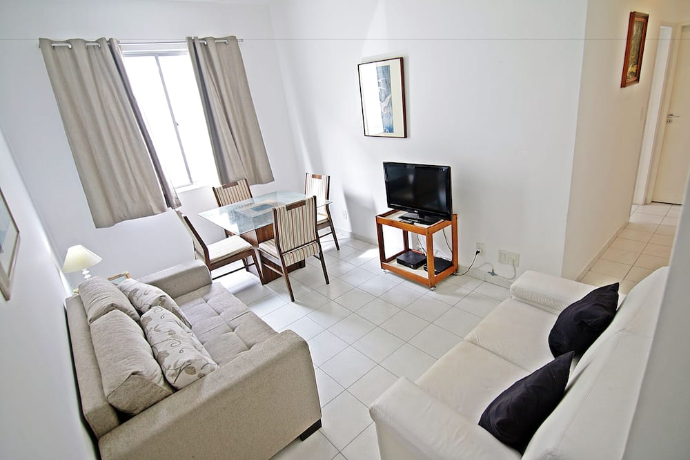 City Apartment, 2 Bedrooms, City View, Beachside - Living Room