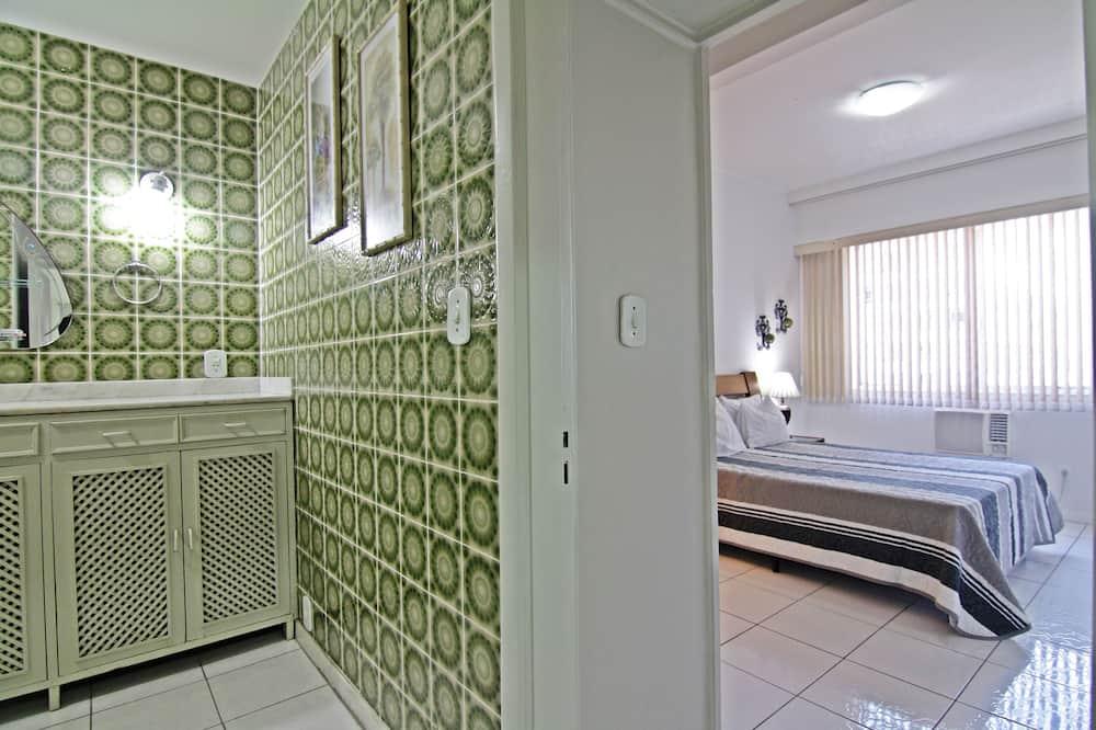 Panoramic Apartment, 2 Bedrooms, Beach View, Beachside - Bathroom