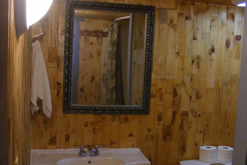 Perhehuvila, 2 makuuhuonetta - Kylpyhuone