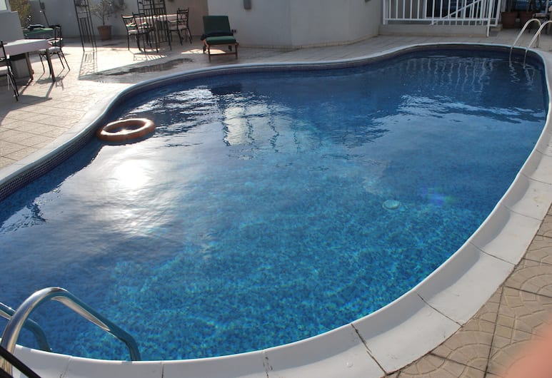 Al Deyafa Hotel Apartments, Dubai, Pool