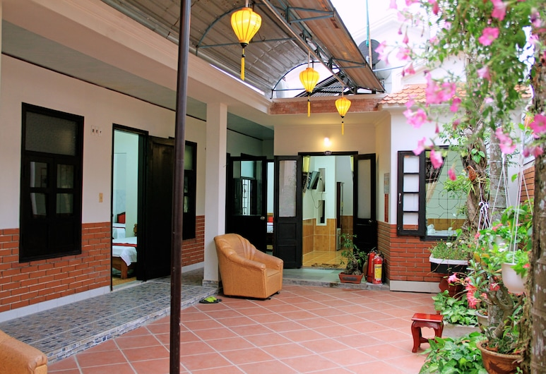 Red Ceramics Homestay, Hoi An, Entrada interior