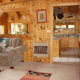Family Cabin, 4 Bedrooms, Accessible, Mountain View - Living Area
