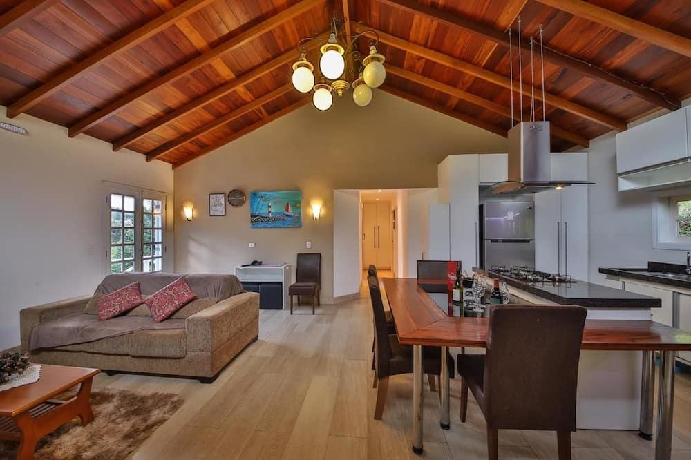Premium Quadruple Room, 2 Bedrooms, Mountain View - Living Room
