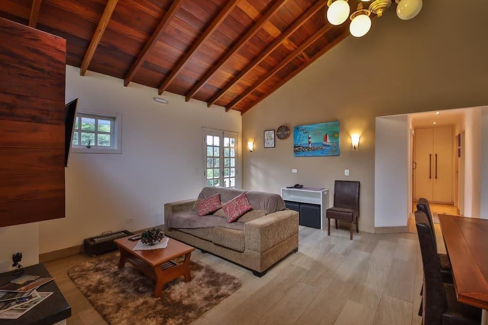Premium Quadruple Room, 2 Bedrooms, Mountain View - Living Area