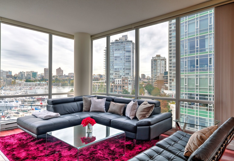 Sky Residences Vancouver, Vancouver, Family Suite, 3 Bedrooms, Kitchen, Ocean View (1 King Bed & 2 Queen Beds), Living Area