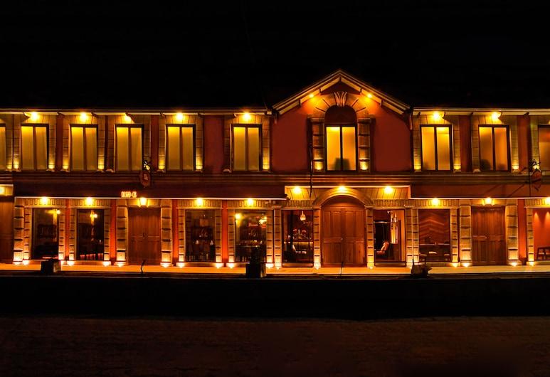 Hotel Jardines de Uyuni, Uyuni, Hotellets facade - aften/nat