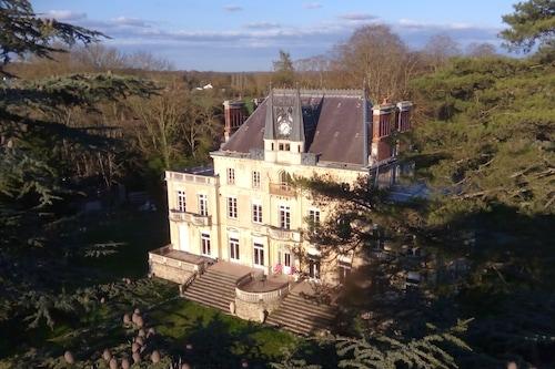 讷韦尔城堡酒店/