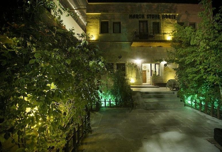 Maron Stone House, Nevsehir, Fachada del hotel de noche