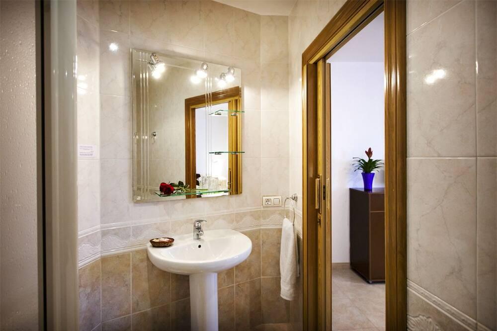 Superior Tek Büyük veya İki Ayrı Yataklı Oda - Banyo