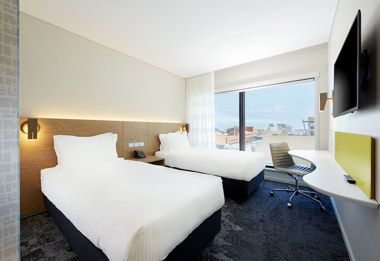 Holiday Inn Express Adelaide City Centre, Adelaide, Standard Room, 2 Twin Beds, Non Smoking, Guest Room