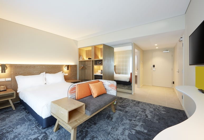 Holiday Inn Express Adelaide City Centre, Adelaide, Room, 1 Queen Bed, Accessible, Non Smoking, Guest Room