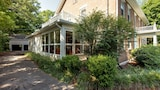 Foto di Experience Nashville s Green Hills Neighborhood by RedAwning a Nashville