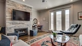 Foto di 3BR Condo with Rooftop Deck by RedAwning a Nashville