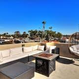 125 1/2 Onyx ~ RA75642, Newport Beach
