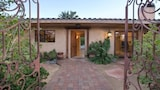 Choose this Villa in Palm Desert - Online Room Reservations