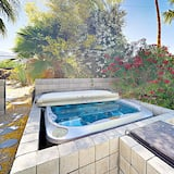 House, 3 Bedrooms - Outdoor Spa Tub