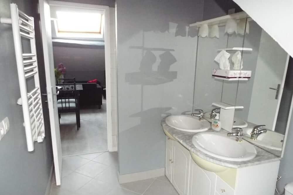 Apartment, City View (Napoléon) - Bilik mandi