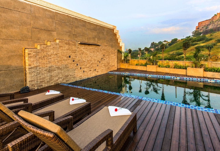Clarks INN Suite Gwalior, Gwalior, Sundlaug