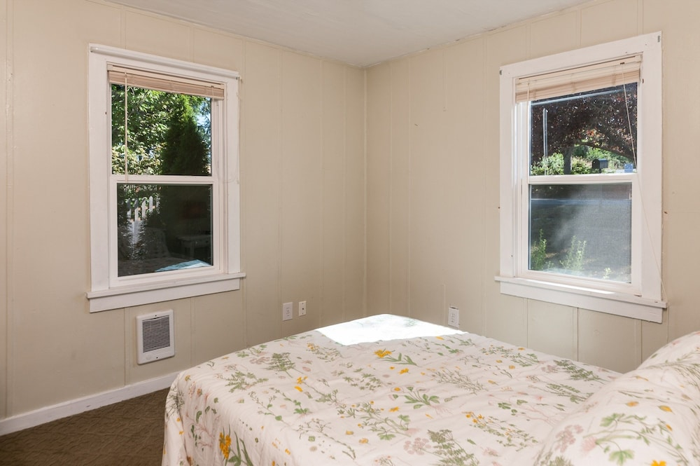 2BR Bay View Bungalow In Poulsbo By RedAwning, Poulsbo