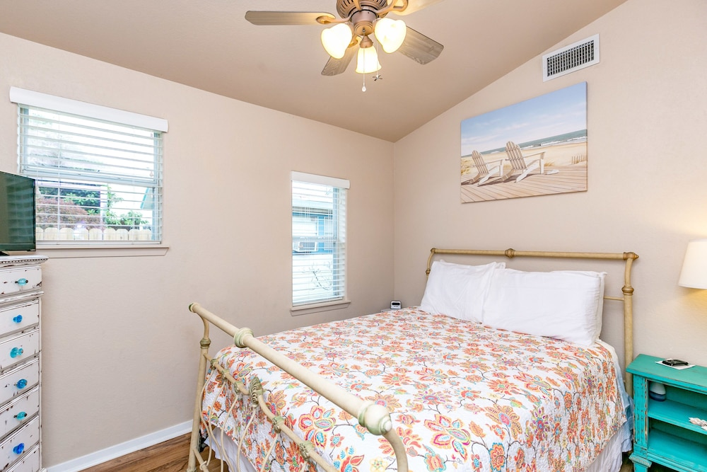 Newly Remodeled 3BR in Rockport Minutes to the Beach by RedAwning, Rockport