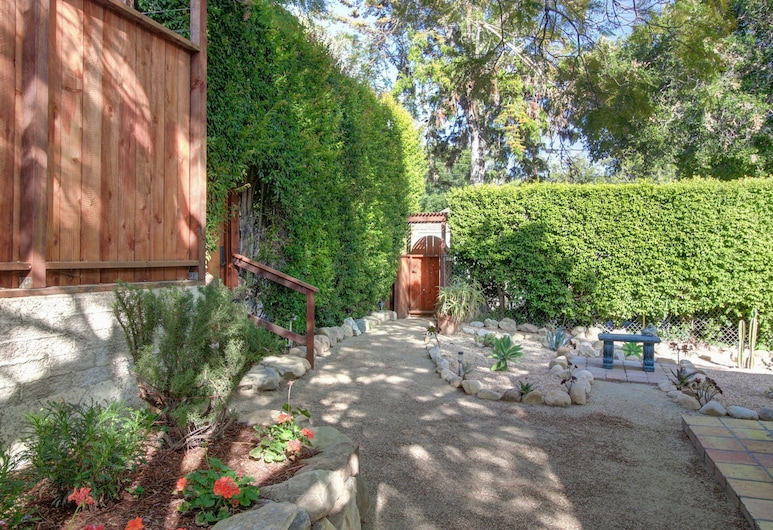 Agapios Cottage Close to State Street by RedAwning, Santa Barbara, Cottage, Property Grounds