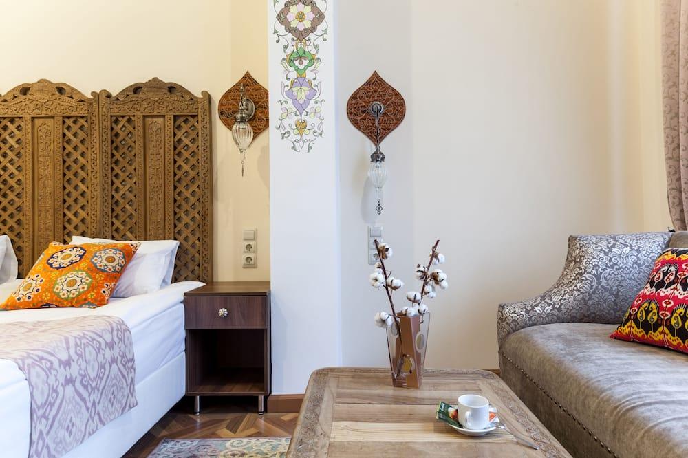 Deluxe Double or Twin Room, 1 Bedroom - Living Area