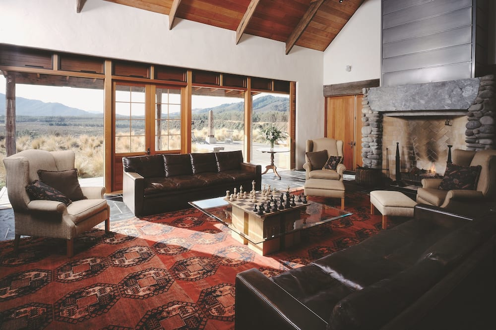 Blake House Self-Catering - Living Room