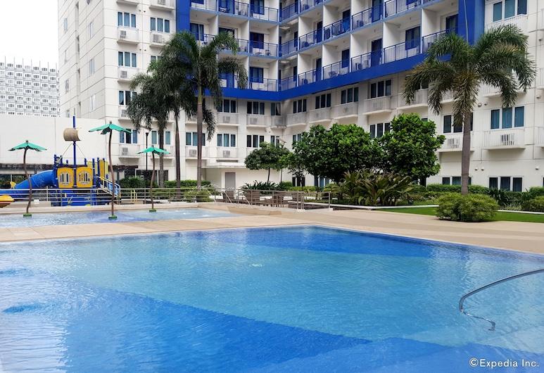 أوشن بلو مانيلا كوندوتل سي ريذيدنسيس, باساي, حمّام سباحة خارجي