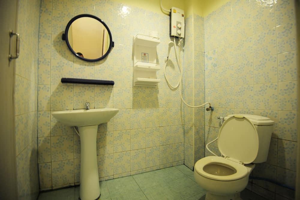 Mixed Dorm Room - Ванная комната