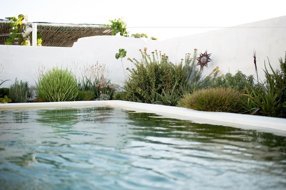 Deluxe Suite - Outdoor Pool