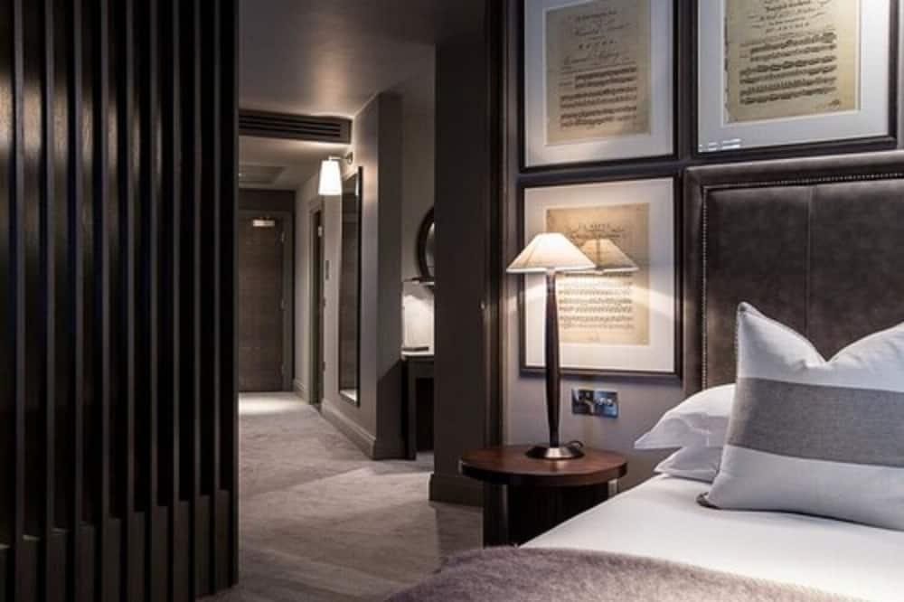 Signature Suite - Guest Room