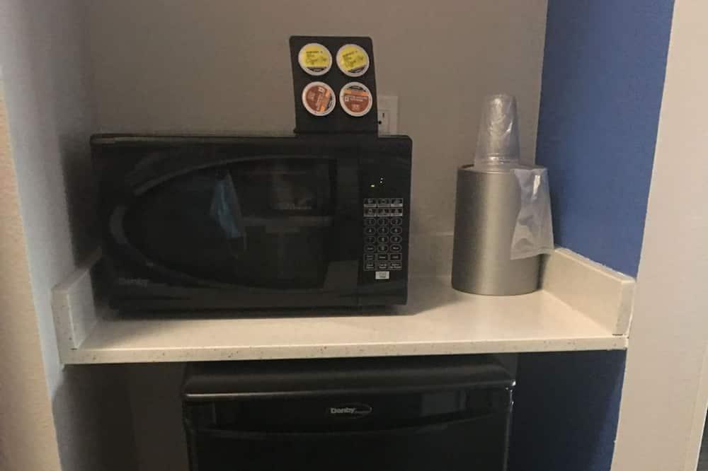 Room, 2 Queen Beds, Non Smoking - Mini Refrigerator