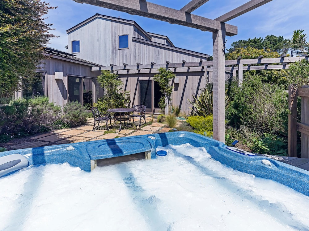 Book Aquarius by RedAwning in Sea Ranch | Hotels.com