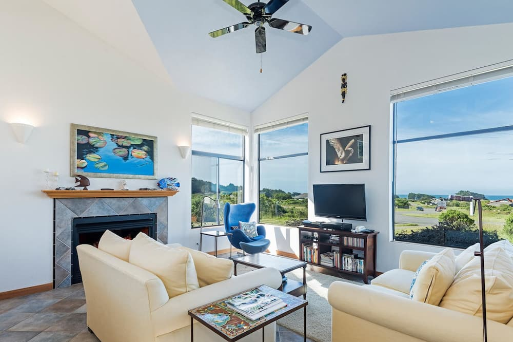 House, 2 Bedrooms, Patio (Sea Forever) - Living Area