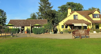 Choose This Cheap Hotel in Halstead