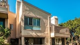 Nuotrauka: Condo steps to the beach and racetrack by RedAwning, Solana Beach